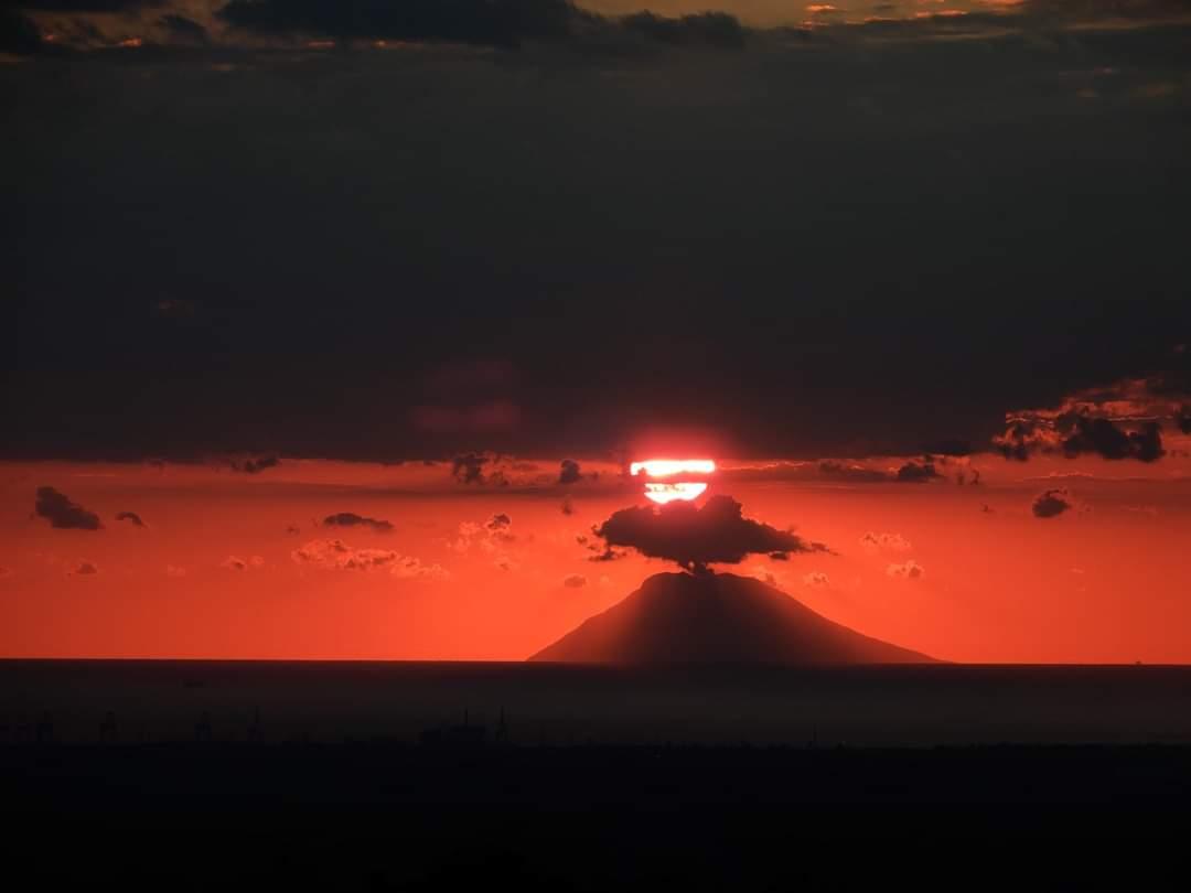 calabria tramonto stromboli unesco