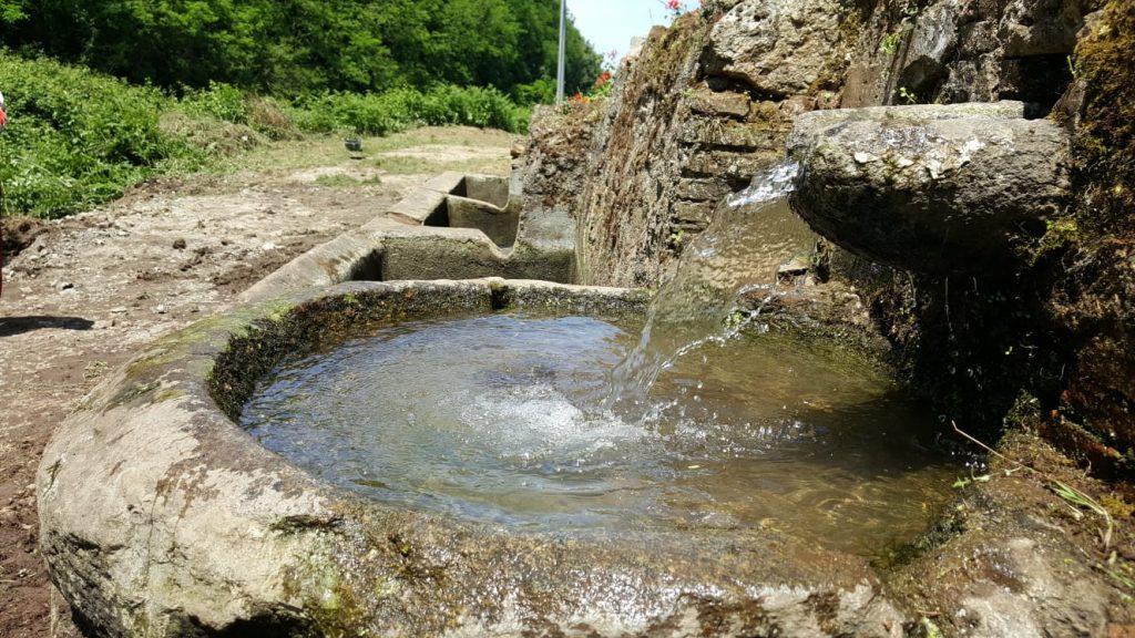 Alla fine del sentiero dei mestieri si trova la fonte vermeni, una delle più importanti stazioni di approvigionamento d'acqua dell'area